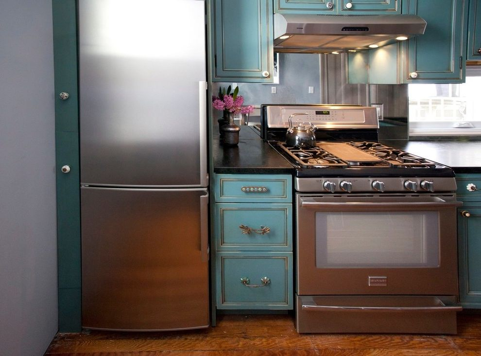 24 Inch Stove with Contemporary Kitchen Also Aqua Backsplash Window Black Countertop Eclectic Cabinet Hardware Medium Wood Flooring Mirrored Backsplash Mismatched Cabinet Hardware Teal