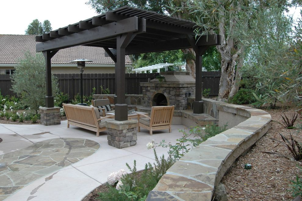 Aaa Valencia Ca with Traditional Landscape  and Traditional