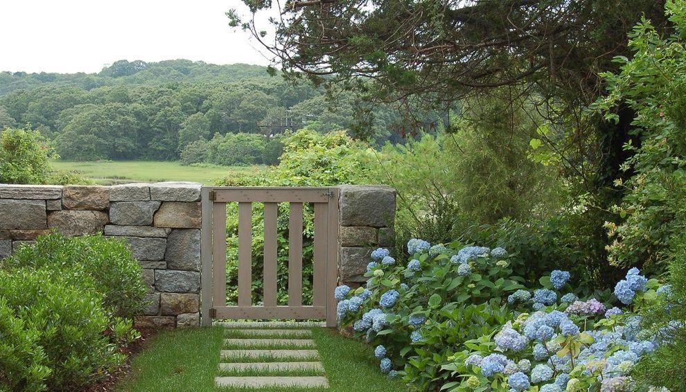 Accordion Dog Gates Contemporary Landscape And Arbor