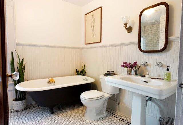 Craigslist Bathtubs   Traditional Bathroom Also Bathroom Beadboard Classic Clawfoot Tub Simple Vintage Wainscoting