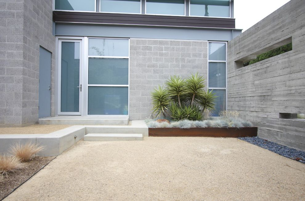 Difference Between King and California King with Modern Landscape Also Cinder Block Concrete Frosted Glass Grasses Gravel Metal Windows Minimal Rocks Rusted Steel Wood Chips