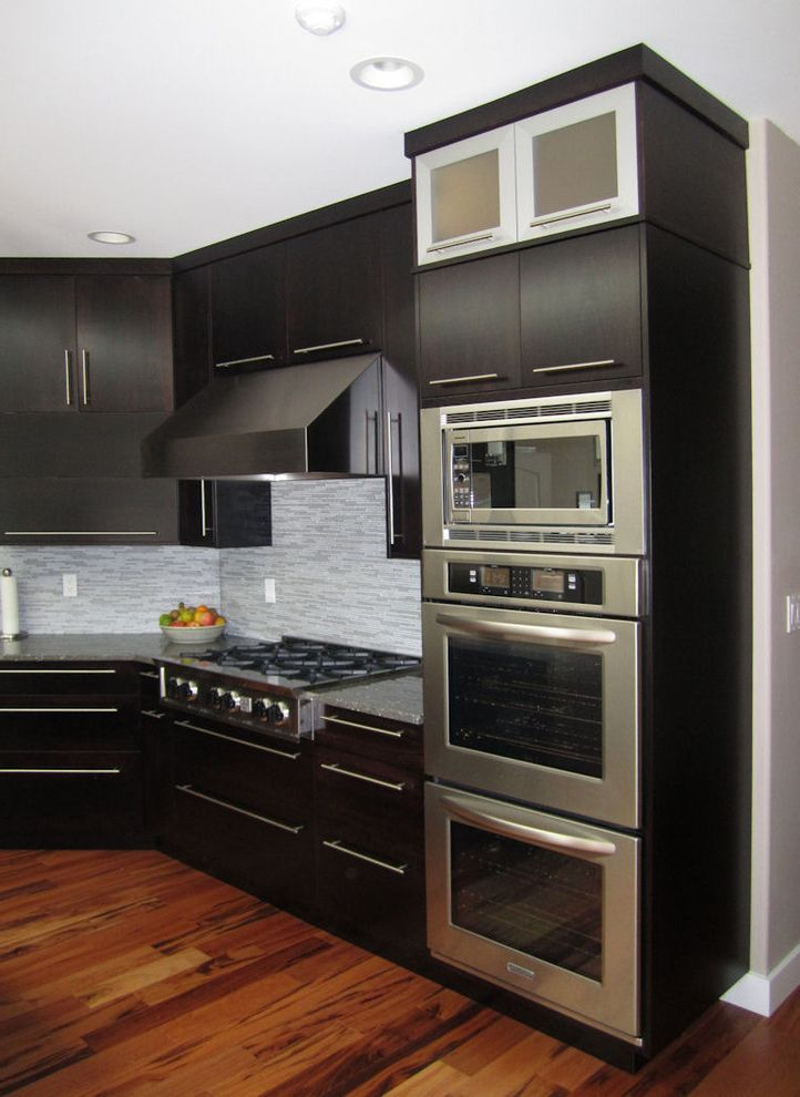 Double Oven with Stove Top with Modern Kitchen and Backsplash Built in Cambria Contemporary Cooktop Countertop Double Espresso Flooring Gas Hood Kitchen Metal Microwave Minera Modern Open Oven Quartz Shelving Slab Tile Wood