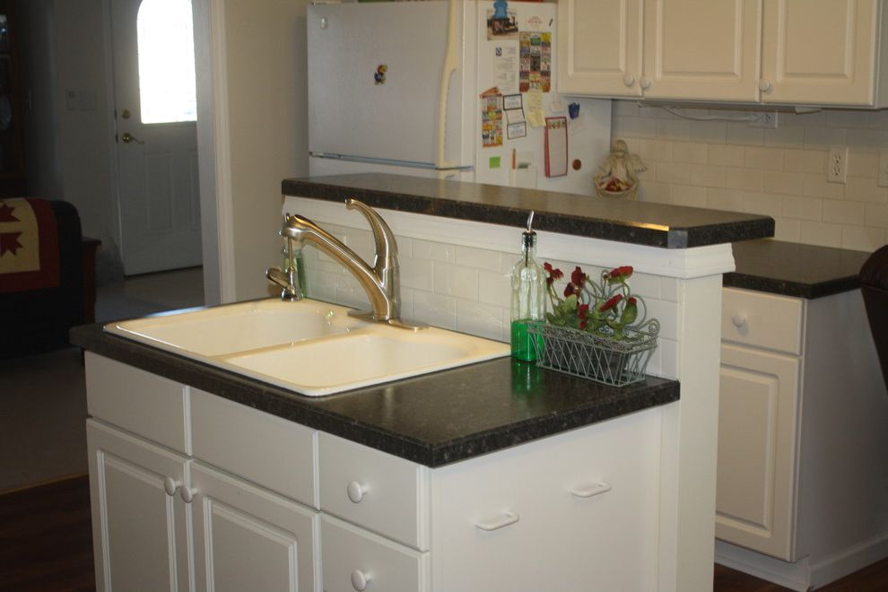 Eclipse Faucets    Spaces Also Eclipse Faucet Kps3029 Shasta Formica Laminate 6280 58 Midnight Stone Subway Tile 3x6 White