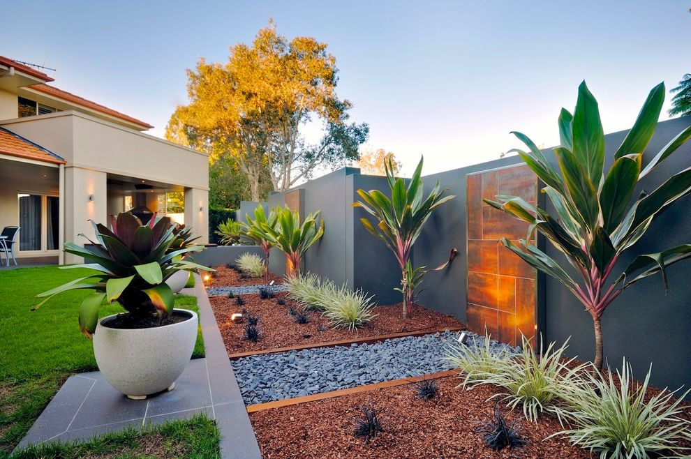 Giant Pot Plants Contemporary Landscape And Bark Mulch Garden