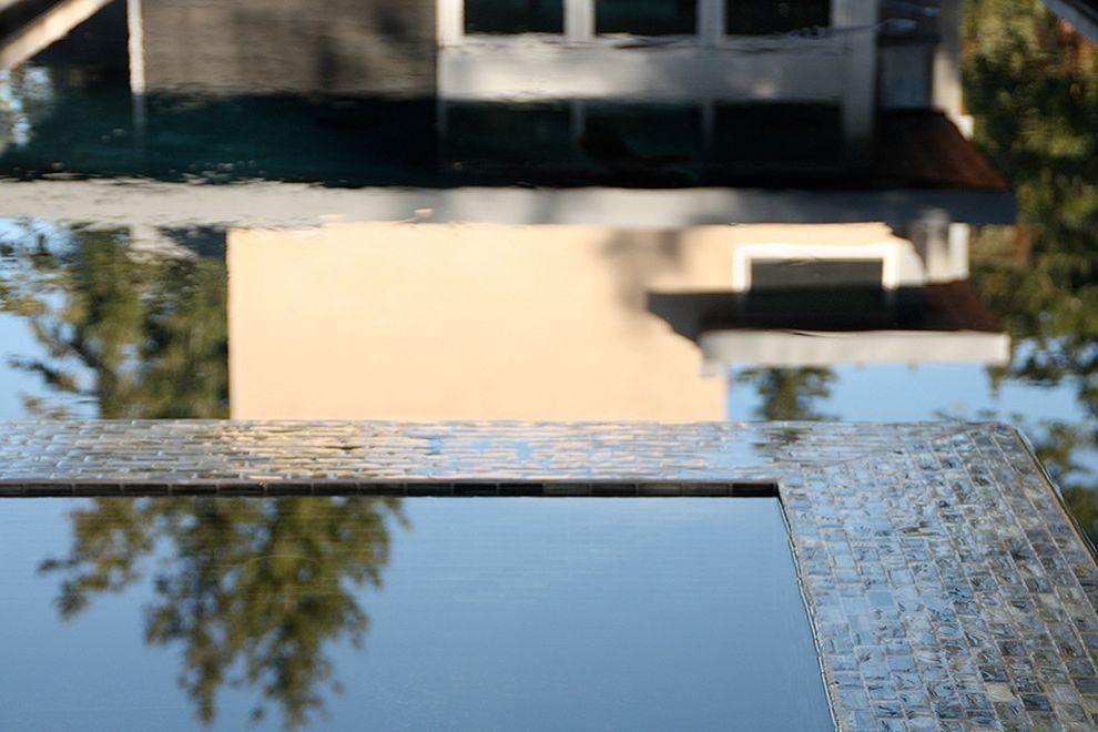 Healdsburg Spa with  Pool  and Black Bottom Pool Glass Tile Healdsburg Modern Exterior Modern Pool Modern Spa Pool San Francisco Spa