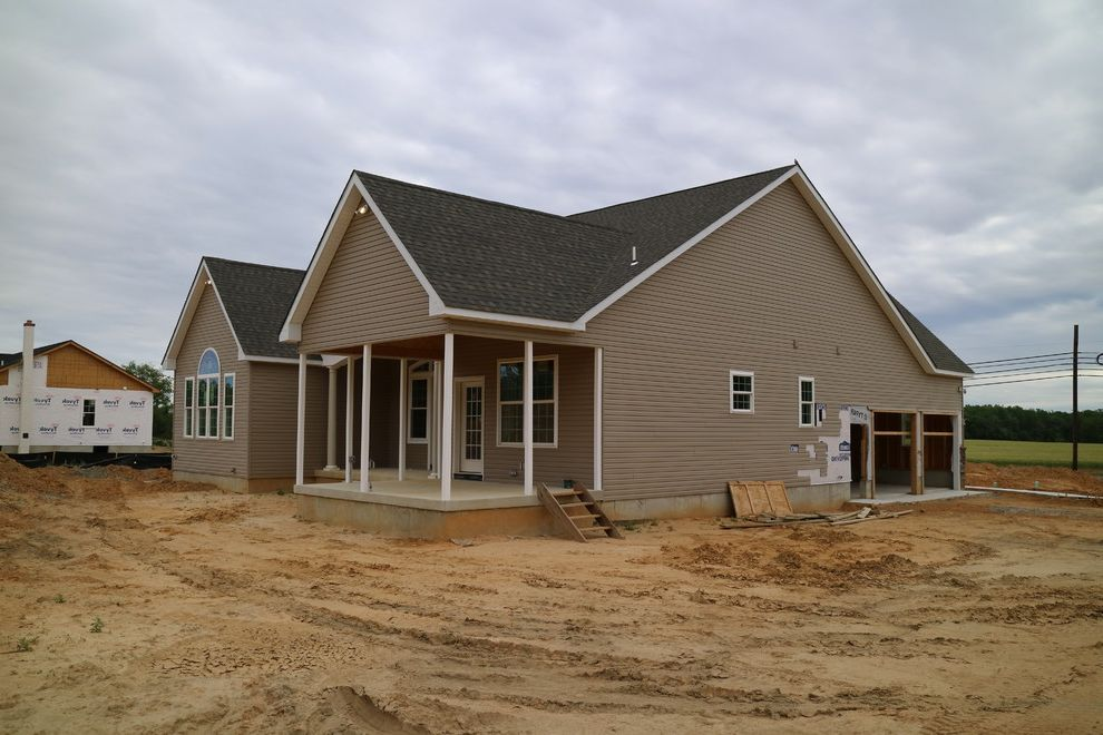 Hmr at home traditional exterior and azek trim one story for Ranch homes with vinyl siding