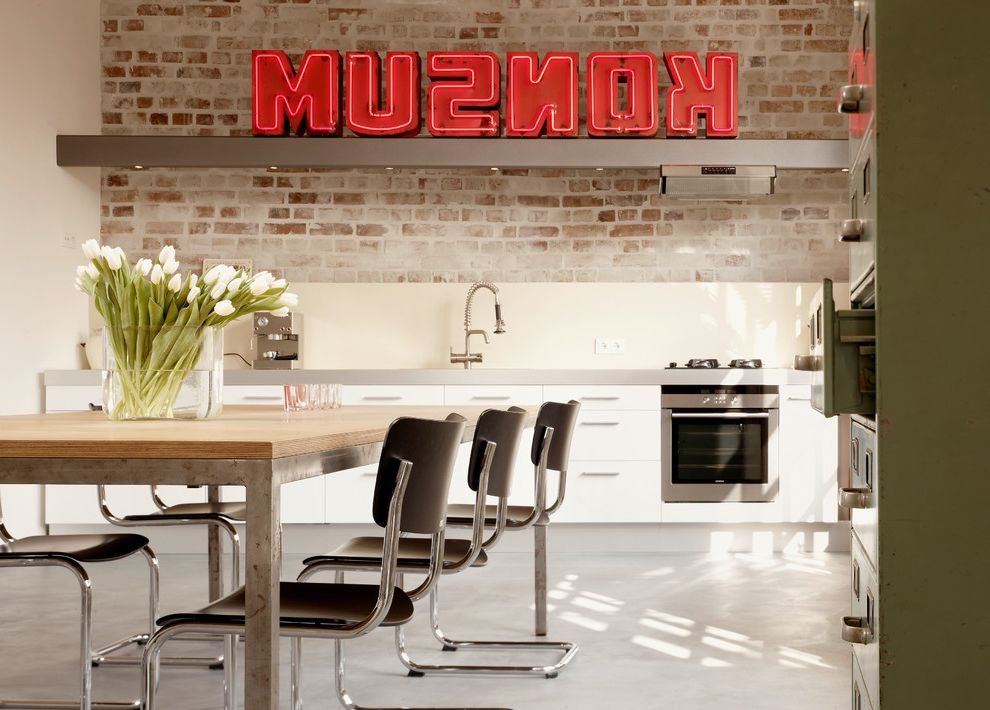 Fantastisch ... To Get Rid Of Skunk Smell In House Industrial Kitchen Also Beige Wand  Eingebaute Spotlights Esstisch Grauer Boden Groe Glasvase Grner With  Cottage Kche