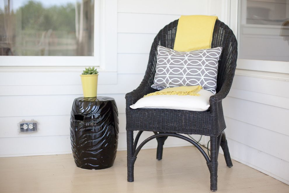 How to Spray Paint Metal Furniture with Farmhouse Porch and Farmhouse
