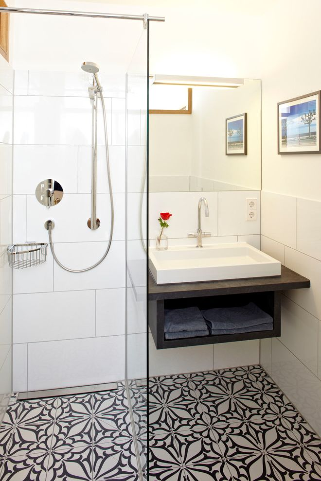 Patterned Ceramic Floor Tile   Contemporary Bathroom  and Black and White Floor Tile Bridge Faucet Floor Tile Design Glaswand Large White Tile Rahmenloser Spiegel Rose Spiegelleuchte