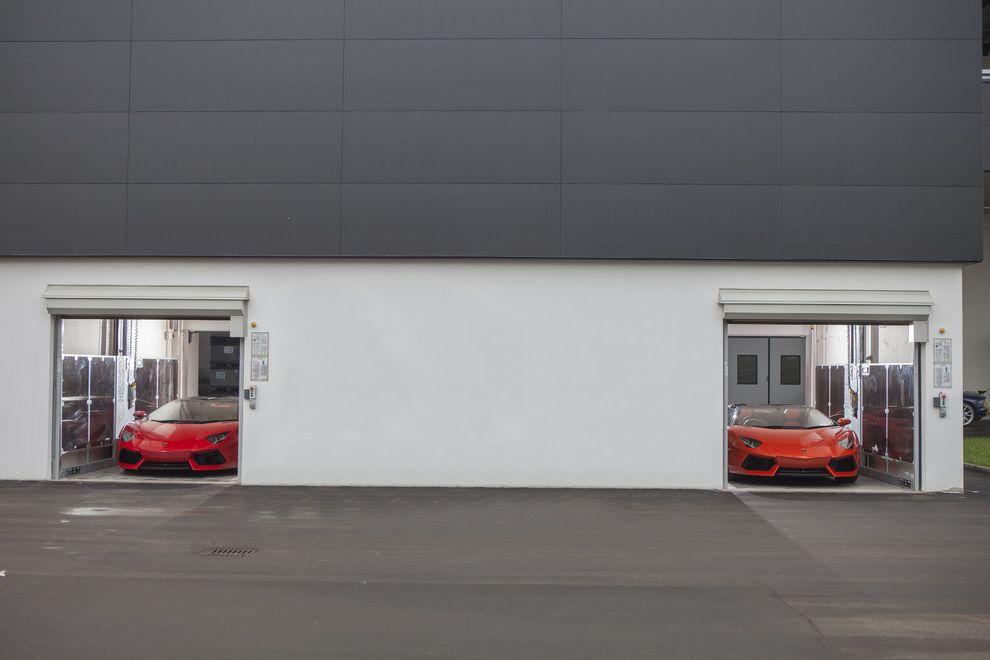 Speeds Auto Auction    Garage  and Ascensore Per Auto Ascensori Per Auto Car Lift Car Lifts Carlift Carlifts Elevator Elevatore Elevatori Montauto