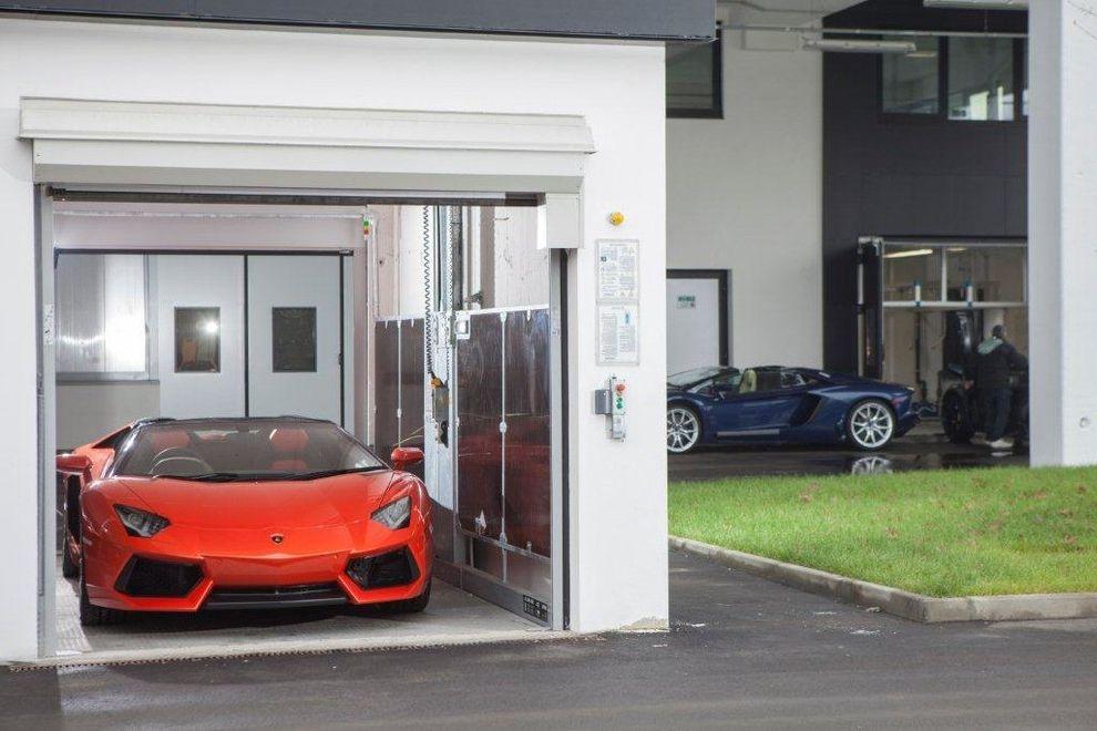 Speeds Auto Auction    Spaces Also Ascensore Per Auto Ascensori Per Auto Car Lift Car Lifts Carlift Carlifts Elevator Elevatore Elevatori Elevators Montauto