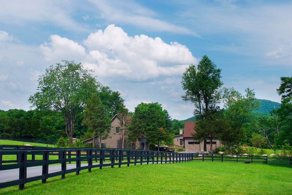 Vinyl Fencing Hawaii   Farmhouse Landscape Also Driveway Farm Farmhouse Fence Garage Hills Horse Farm Hudson Valley Mature Tree Mountains New York Pasture Red Roof S Upstate