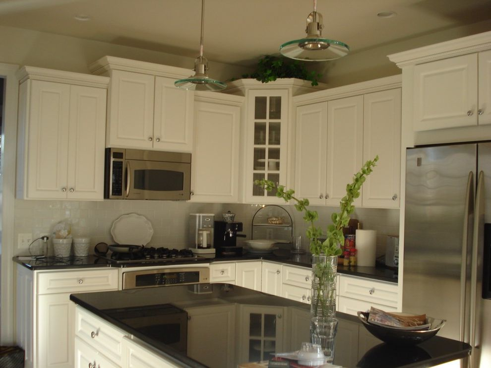 Whirlpool Otr Microwave   Traditional Kitchen Also Traditional