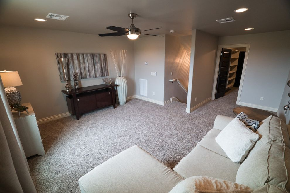 Allenstyle Homes   Transitional Spaces  and Bonus Room