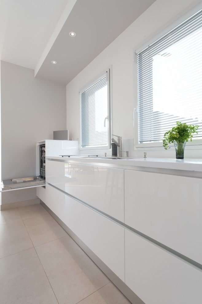 What to Use to Clean Dishwasher   Modern Kitchen Also Armony Blanc Carrelage Beige Cubby Hold Storage Cuisine Pure Blanche Cuisine Moderne Design Lectromnager Inox Tagres Sur Mesure Meubles De Cuisine Blancs Laqus Recessed Lighting Suspended Lighting