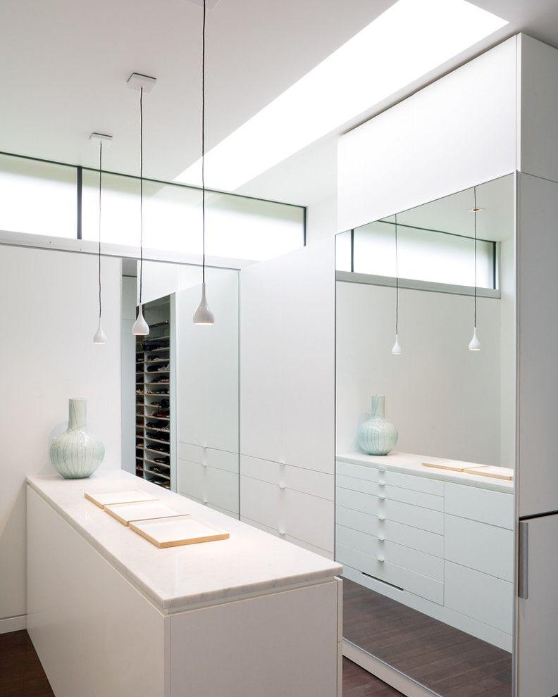 Closet in Spanish   Contemporary Closet  and Clerestory Floor Length Mirror Island Minimal Monochromatic Ribbon Window Skylights Walk in Closet White Wood Flooring