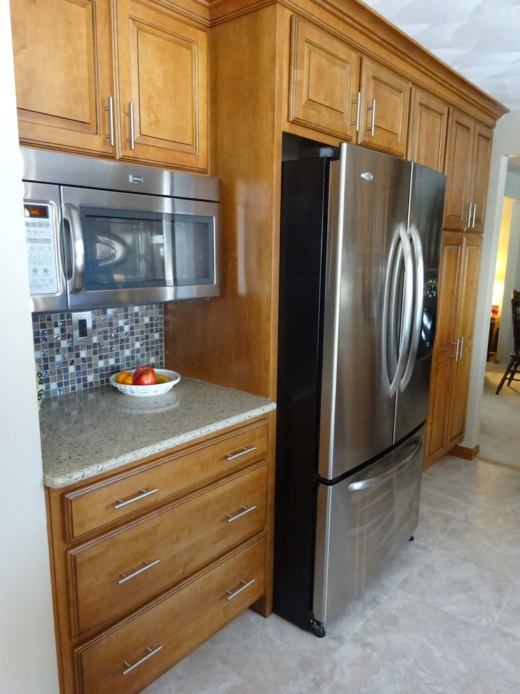 Lowes Peoria Il   Traditional Kitchen Also Ebony Glaze Hampton Maple Harvest Bronze Il Lowes Lowes 167 Lowes of Peoria Schuler Viatera Silver Lake
