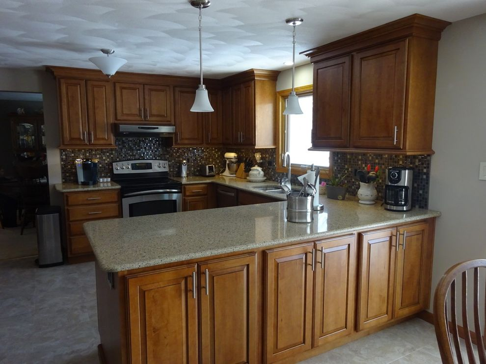 Lowes Peoria Il   Traditional Kitchen  and Ebony Glaze Hampton Maple Harvest Bronze Il Lowes Lowes 167 Lowes of Peoria Schuler Viatera Silver Lake
